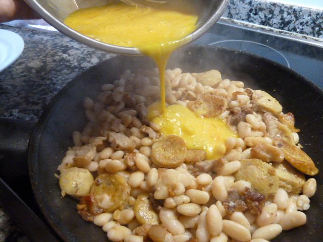 Truita de mongetes amb botifarra d'ou
