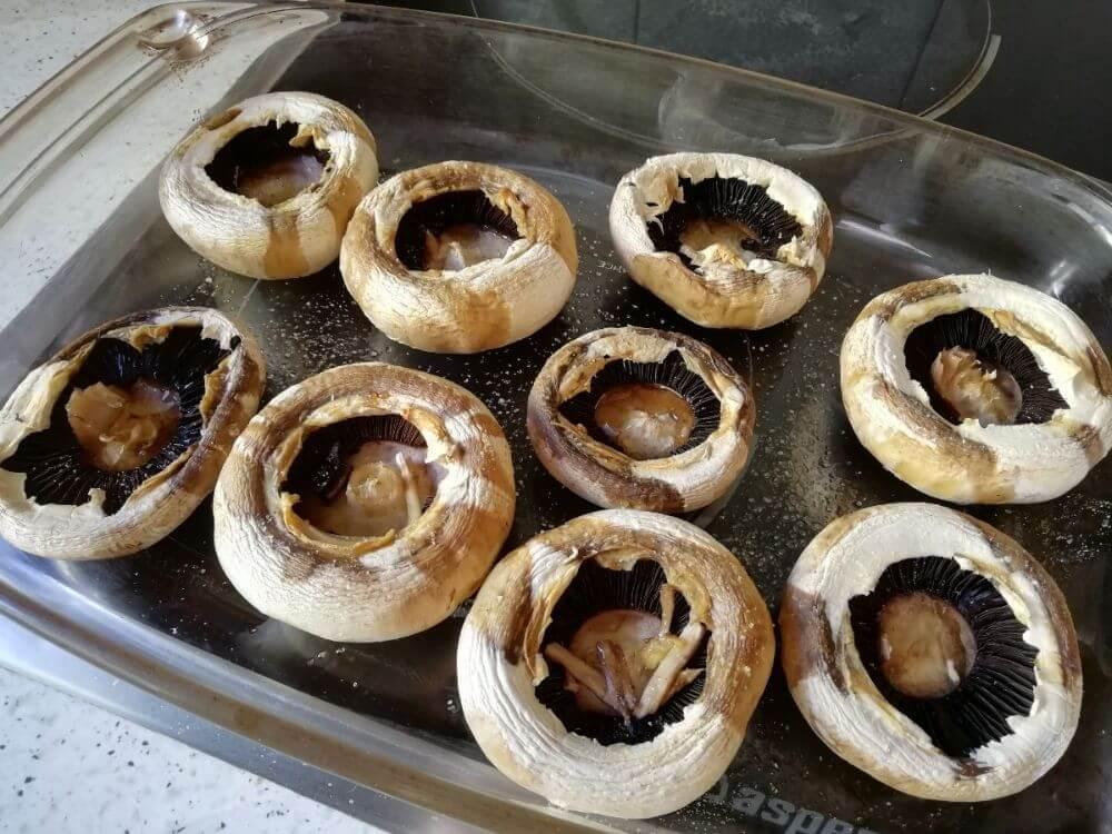 así deben quedar los champiñones antes de meterlos al horno