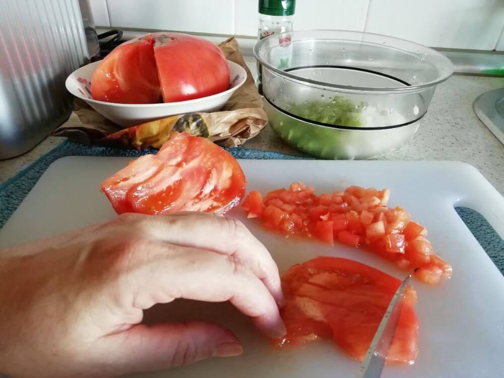 preparación del picadillo para los champiñones rellenos