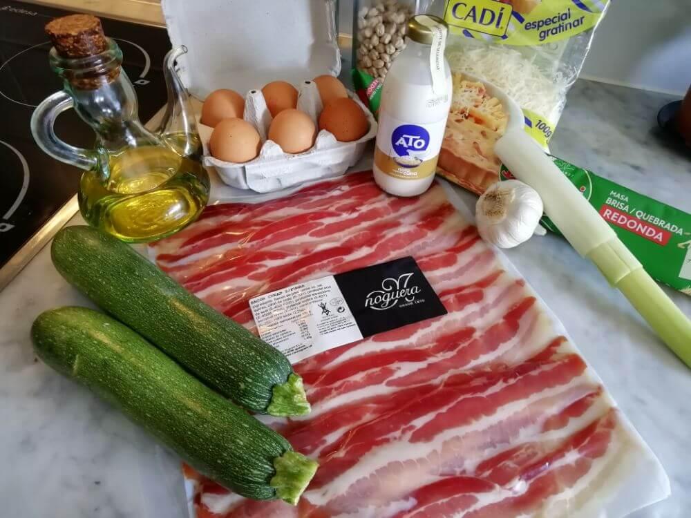 ingredientes para la quiche de calabacín y bacon