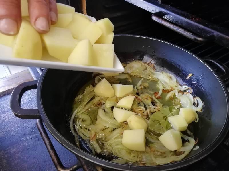 codillo al horno patatas